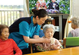 子育て中の方も活躍中!!産休・育休制度あり♪アットホームな雰囲気◎パートの介護職員を募集します!